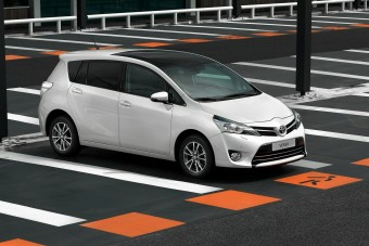 9 év után búcsúzik a Toyota családi egyterűje