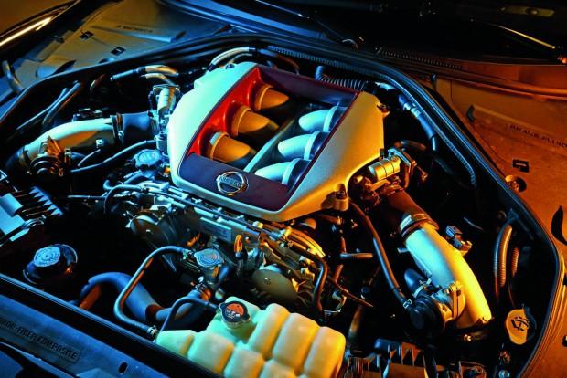 A jól bevált 3,8 literes V6-os a csúcsmodellben 550 lóerős