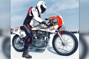 180-nal száguld a vodka-hajtású motorkerékpár