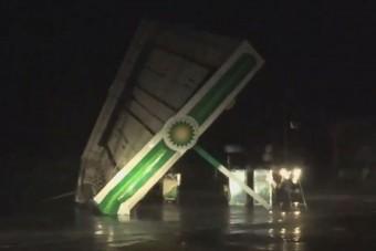 Letépi a benzinkutak tetejét a Florence hurrikán