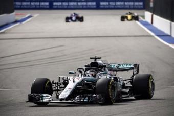F1: Gyors a Mercedes, Vettelék bajban
