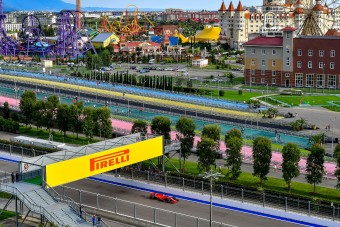 F1: Pályarekord Hamiltonnál, nagy bajban a Ferrari