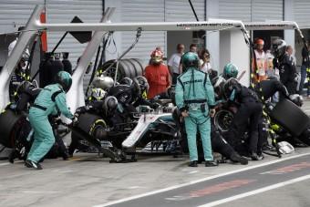 F1: A bokszutcában szabálytalankodott a Mercedes?