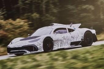 Már teszteli hibrid hipersportkocsiját a Mercedes