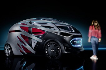 Konténerszállító robot-kisbusz a Mercedestől