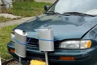 20 fotó bizonyítja, hogy az egész autót el lehet rondítani egy őrült kipufogóval