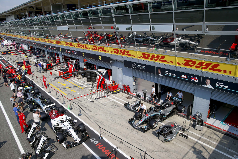 Mercedes F1 Team - F1 Csapat  ac3b725a90b35