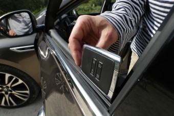 Így működik a modern autók egyik legjobb extrája