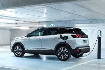 Jönnek a konnektoros hibrid Peugeot-k