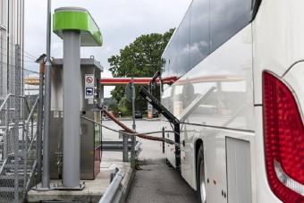 Cseppfolyósított földgázzal hajtott távolsági autóbuszt mutat be a Scania