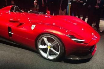Együléses utcai sportkocsit mutat be a Ferrari