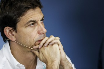 Mercedes: Idén elbukhatjuk a bajnokságot