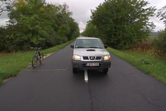 Másfél méter oldaltávolság a biciklistől - hol van ez leírva?