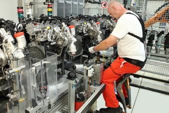 Láthatatlan széken ülnek a győri Audi munkásai