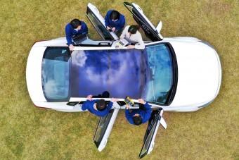 Tetőbe épített napelemeket kapnak a Hyundai-ok és Kiák