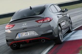 Így suhan a Hyundai 275 lóerős családi autója
