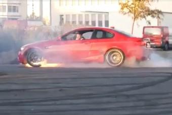 A BMW-s, aki a betonon véreztette ki szerencsétlen autóját, mint egy leszúrt disznót