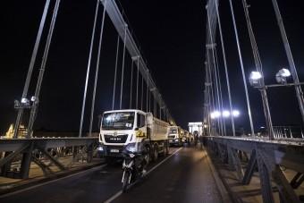 Eldőlt, új hidak épülnek Budapesten