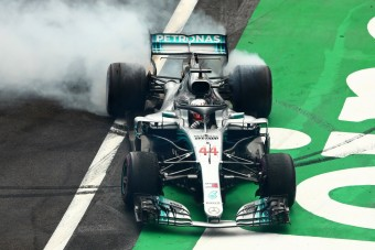 F1: Bajban a Mercedes a motorfejlesztéssel?