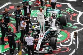 F1: A sajtó is leborult Hamilton előtt