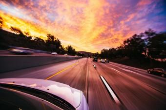Autózás hosszú hétvégén: rémálom és idegbaj