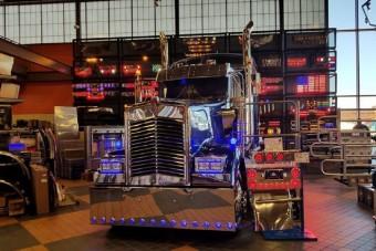 Hogy kerül a Buda-motor egy amcsi teherautóba?