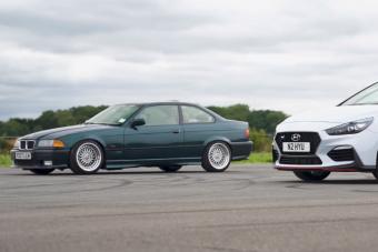 Friss, izmos Hyundai egy legendás öreg BMW ellen, vajon ki nyer?