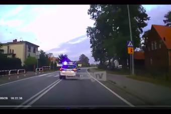 Ezért jó, ha út mellett áll a rendőr, csecsemővel siető szülőket kísértek a kórházig