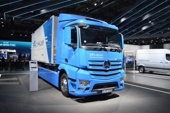 Elektromos iskolabuszok és teherautók követik a dízeleket a Daimlernél