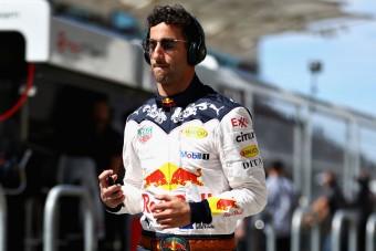 F1: Ricciardo tombolt, lyukat ütött a falba