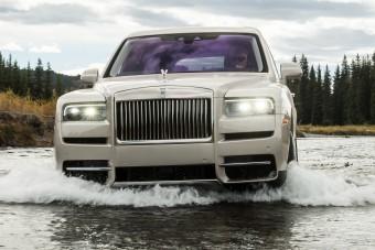 Jön a hibrid Rolls-Royce terepjáró