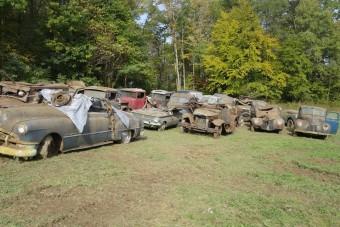 Veterán autók kerültek elő egy pajtából