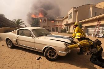 Ritka Mustangot mentettek meg a tűzoltók