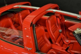 A kelleténél több ajtó került erre a Corvette-re