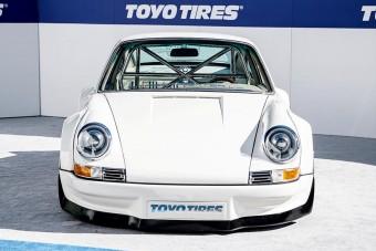 Már ebben a régi Porsche 911-ben is Tesla motor van