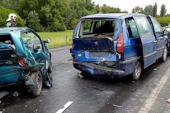 Orvos előzött 120-szal, törtek utána az autók