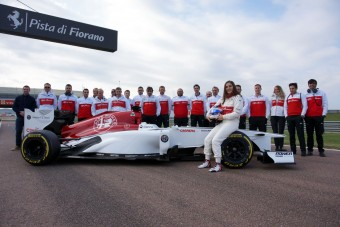 F1: 600 kilométert vezetett a női pilóta