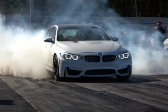 Igazi felhőgyár ez az 1000 lóerős M3-as BMW