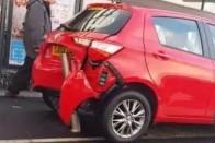 Hét és fél percen át szenvedett ez az autós a parkolással 1