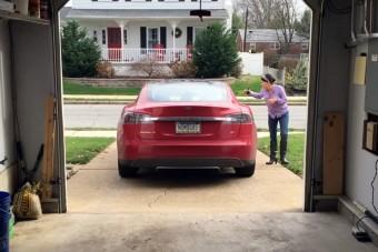 Parkolási szabályok ellen tökéletes a Tesla új rendszere