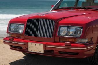Akinek ilyen Bentley kellett, annak bizony mélyen a zsebébe kellett nyúlnia