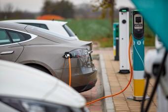 Növeli a szén-dioxid-kibocsátást az erőltetett villanyautózás