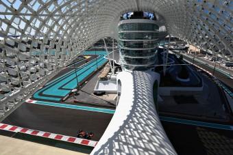 F1: Verstappen az élen, szétesett a pálya