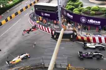 Hajmeresztő baleset az F3-ban, többen is megsérültek