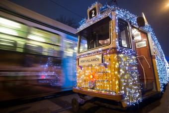 Elindult a budapesti fényvillamos, idén is csodás fotók készültek róla
