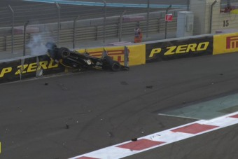 F1: Hatalmas baleset a rajtnál, bizonyított a glória