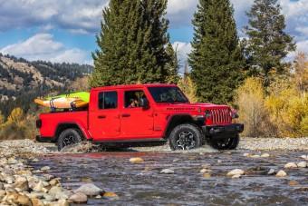 Nincs akadály a Jeep platós terepjárója előtt