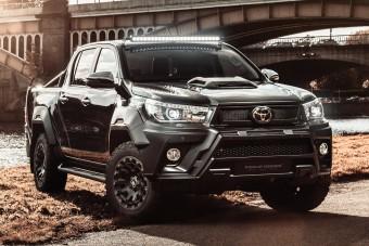 Spoiler és V8-as hangzás: így tuningolnak pickupot a lengyelek