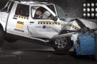 Megbukott a légzsákok nélküli pick-up a törésteszten 1