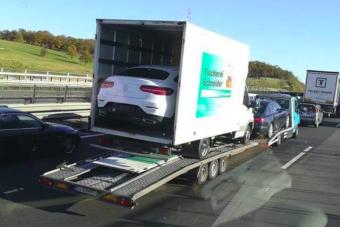 Veszélyes mindent vivő román konvoj a magyar autópályán